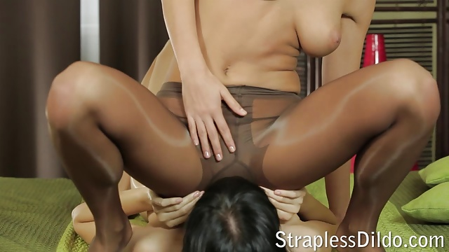 Some pantyhose facesitting before strapon