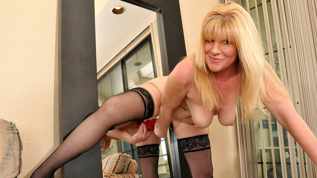 Thick blonde milf bounces
